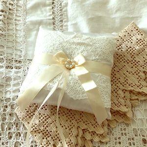 NWOT- Pretty ring pillow